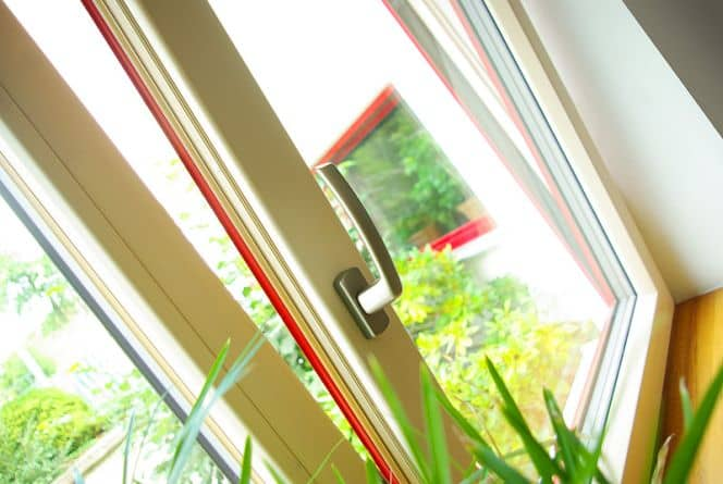 Dřevohliníková okna - v interiéru příjemný povrch smrkového dřeva