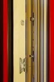 Bezpečnostní kování dřevohliníkového okna