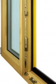 Detail kování dvoukřídlového okna