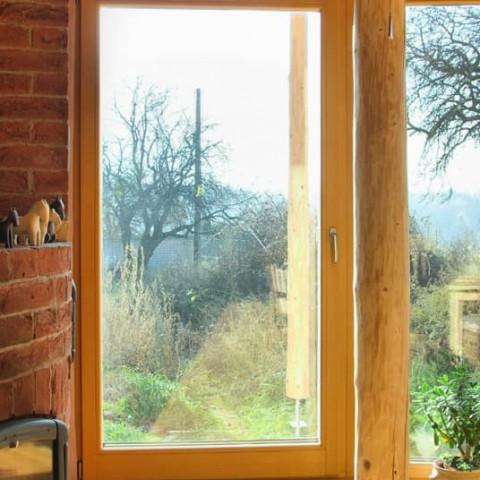 Balkonové dveře v kulaté prosklené stěně
