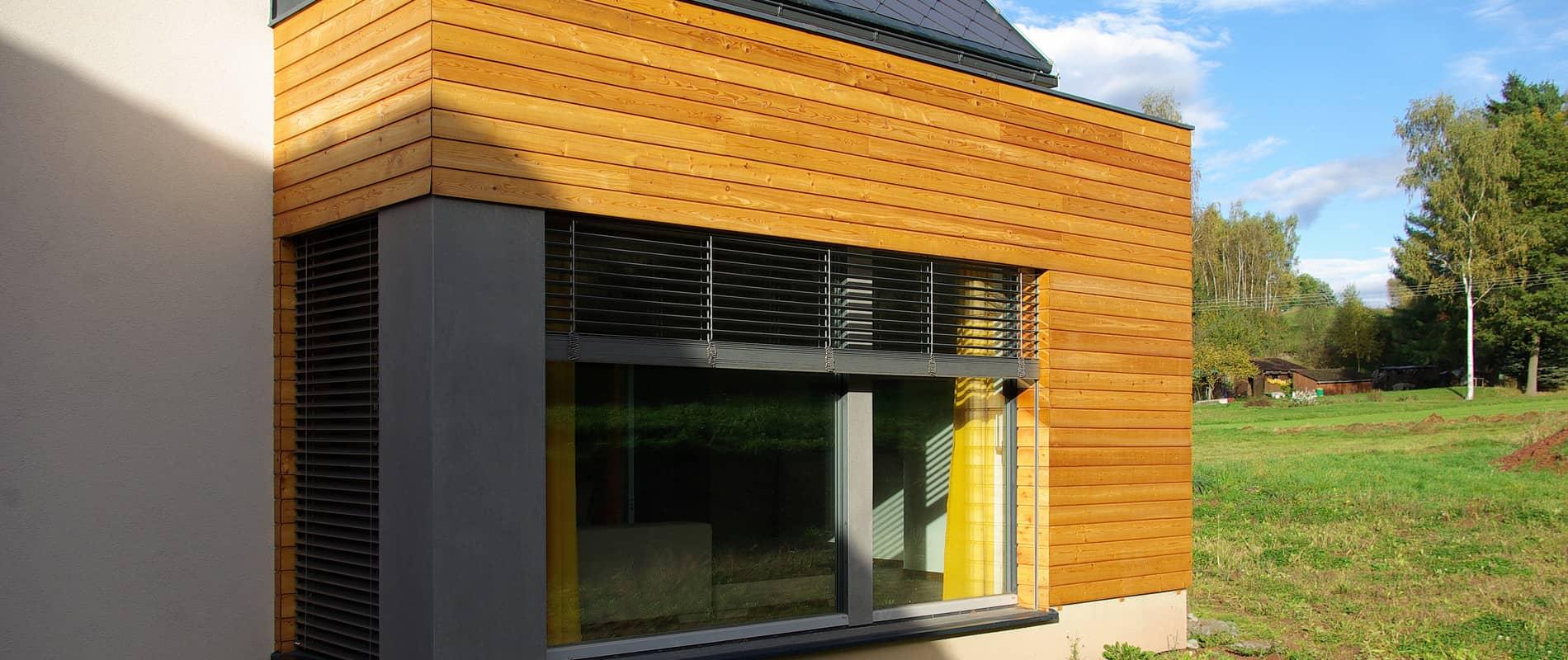Okna PROGRESSION v minimalistickém domě se stodolou