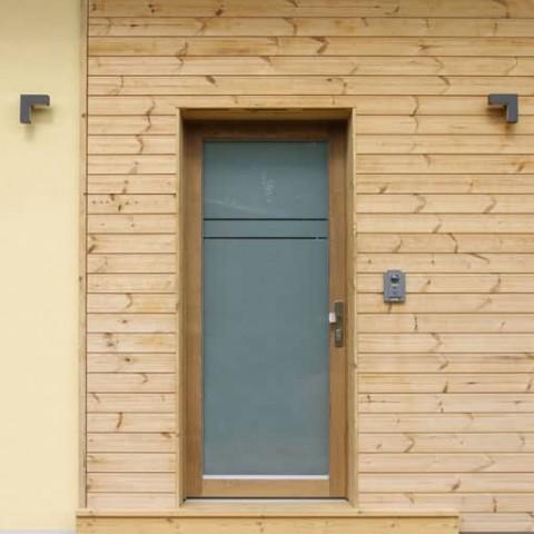 Vchodové dveře v dřevostavbě
