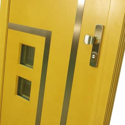 Nerezové dekorativní prvky na vchodových dveřích