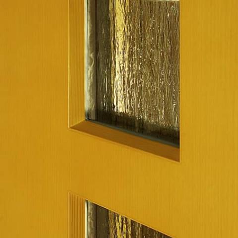 Zasklení dveří zvenku bez lišt.