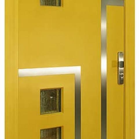 Vchodové dveře z venkovní strany, zasklení bez vsazených lišt, nerezové dekorativní prvky