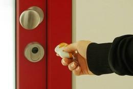 Dálkový ovladač ke vchodovým dveřím