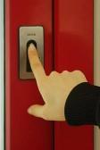 Otevírání dveří jedním prstem