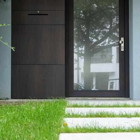 Dřevěné prosklené vstupní dveře