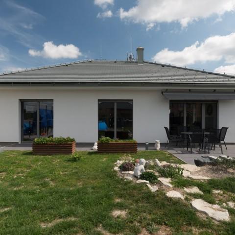 Bungalov s okny a dveřmi PROGRESSION
