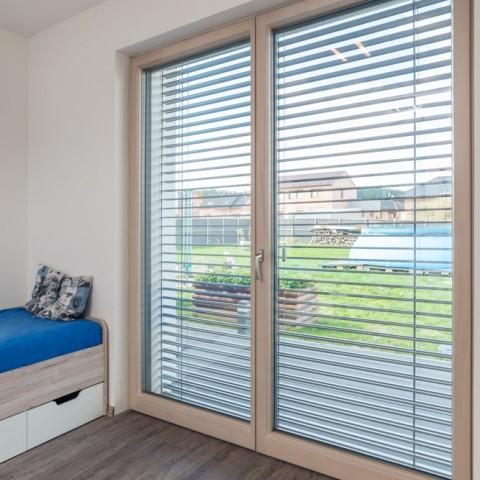 Zavřené, ventilace nebo otevřené balkonové dveře...