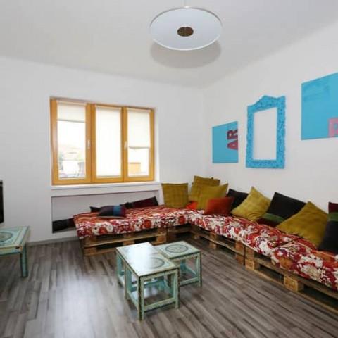 Pokoj s dřevěnými okny SC92