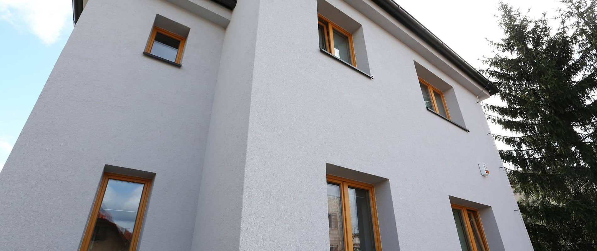 Eva Decastelo a okna ze Slavonic