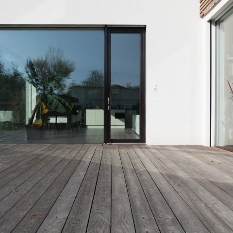 Bezrámové zasklení v kombinaci s dřevěnými okny Slavona