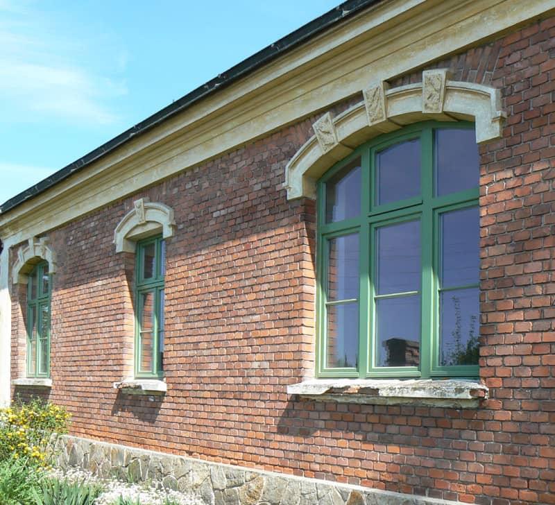 Hřebčinec - pohled na vedlejší budovu