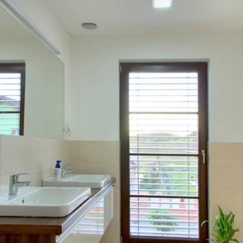 Dřevěná okna SOLID COMFORT v koupelně