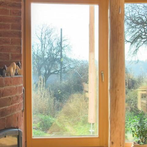 Balkonové dveře v prosklené stěně do kulata