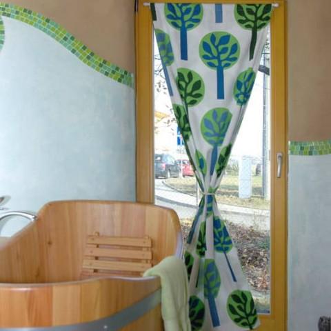 Francouzské okno v koupelně