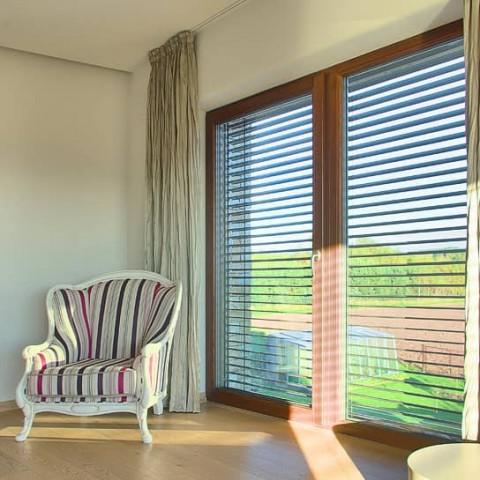 Francouzské okno v ložnici