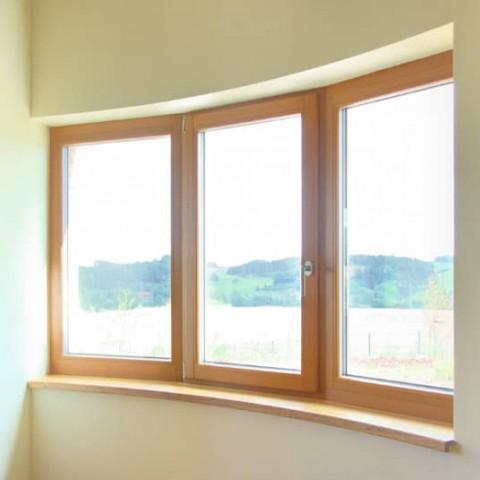 Okna sestavená do oblouku