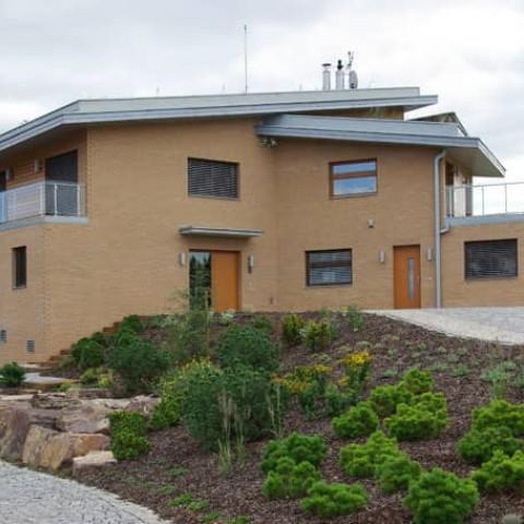 Rodinný dům s dřevěnými okny SC92