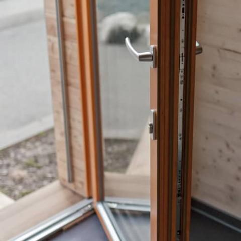 Balkonové dveře s oboustrannou klikou a zamykáním