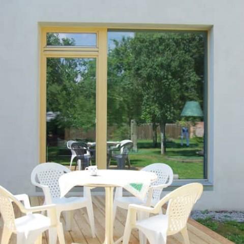 Francouzská okna umožňují přístup na terasu